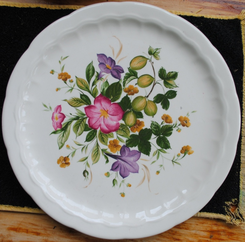 Floral pattern - possible Giftware Giftwa10