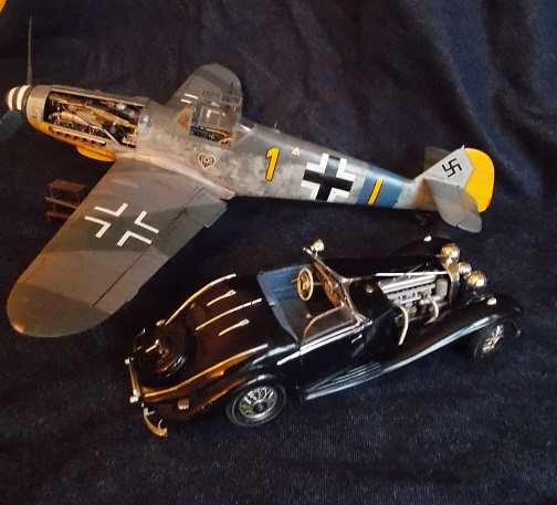 BF 109 G6 (1/24 Trumpeter) et Mercedes 500 K (1/24 Heller) Merced18