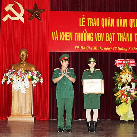 Nữ thượng úy trẻ nhất QĐND Việt Nam 13110