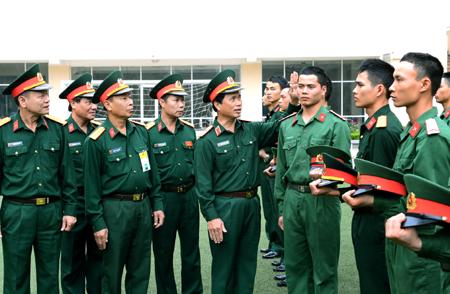 Quy định cắt tóc 3 phân đối với nam hạ sĩ quan, chiến sĩ 20011410
