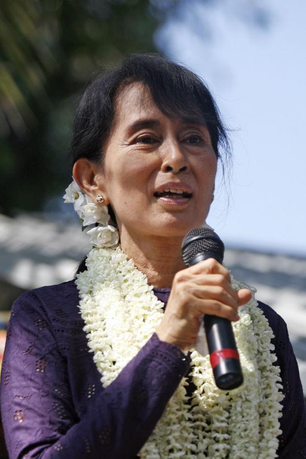 Phút xao lòng của tỉ phú Aung_s10