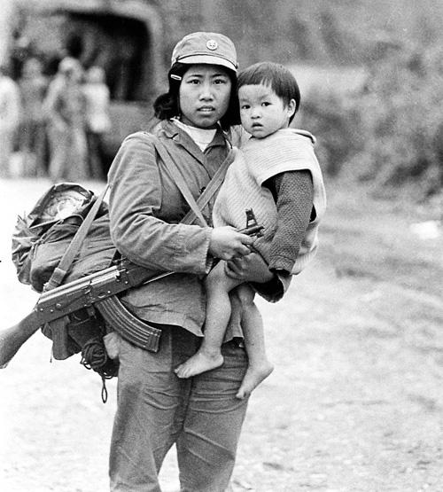 """Tìm """"cô bộ đội"""" trong bức ảnh năm 1979 Bao-ve11"""
