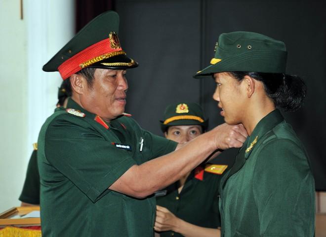 Nữ thượng úy trẻ nhất QĐND Việt Nam Dsc_4710