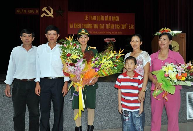 Nữ thượng úy trẻ nhất QĐND Việt Nam Dsc_4711