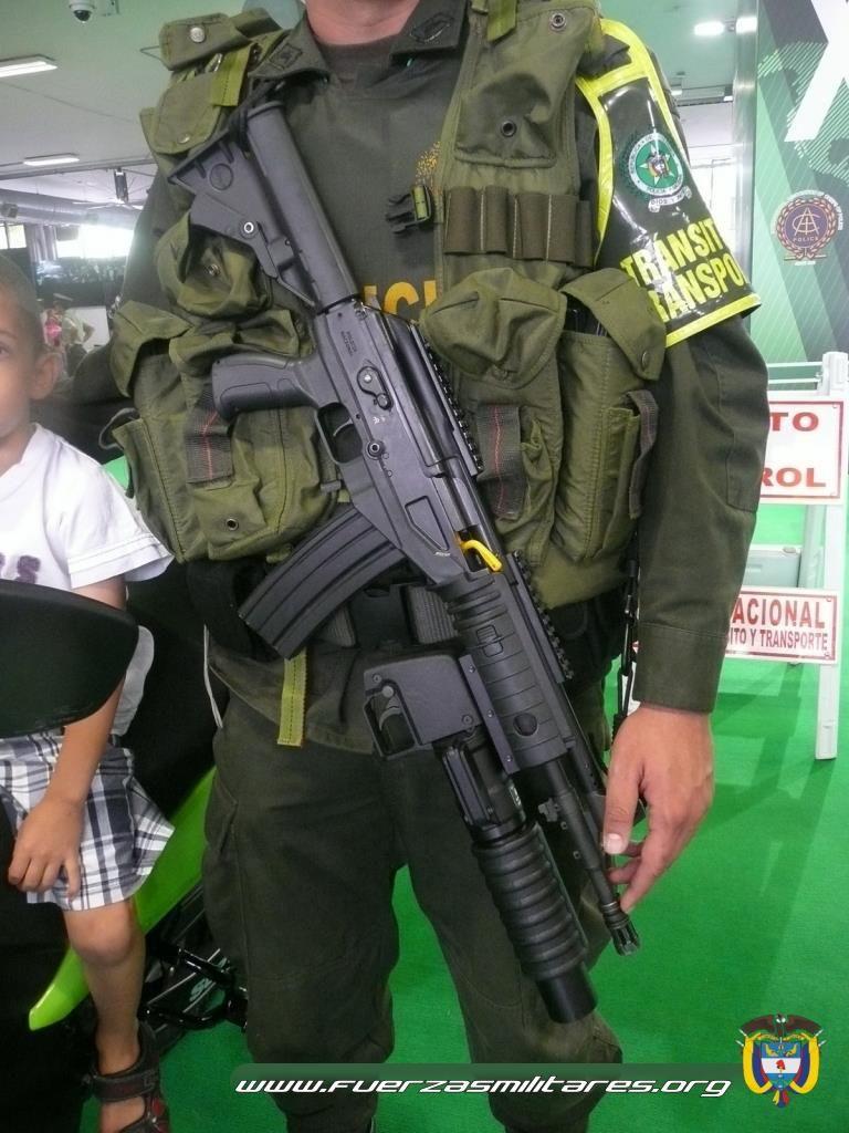Việt Nam thay thế 'huyền thoại' AK-47 bằng súng trường Israel Hggxc10