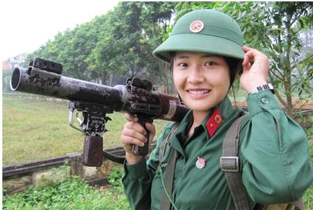 Những nữ chiến sĩ xinh đẹp tại trường Đại học Trần Quốc Tuấn Images15