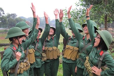 Những nữ chiến sĩ xinh đẹp tại trường Đại học Trần Quốc Tuấn Images16