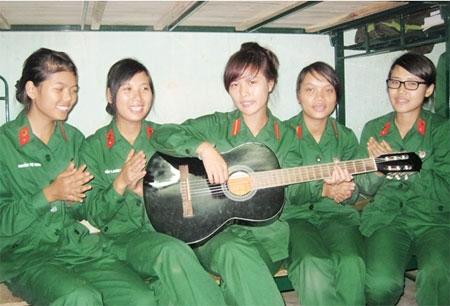 Những nữ chiến sĩ xinh đẹp tại trường Đại học Trần Quốc Tuấn Images17