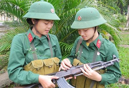 Những nữ chiến sĩ xinh đẹp tại trường Đại học Trần Quốc Tuấn Images18