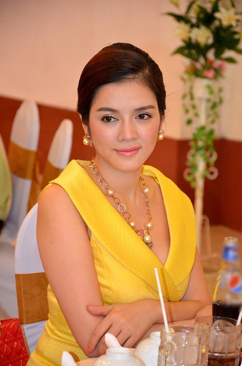 Những người nổi tiếng trong giới showbiz qua ngòi bút Lê Hoàng Ly-nha10