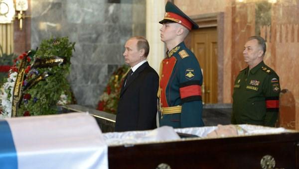 """""""Súng AK-47 huyền thoại ra đời là nhằm bảo vệ Tổ quốc"""" Putin_10"""