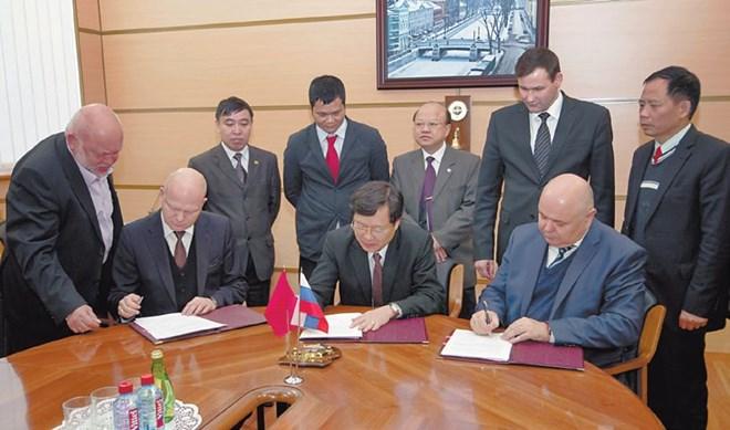 Tàu ngầm HQ 183 Hồ Chí Minh Taunga10