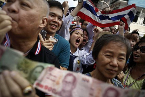 Tình hình Thái Lan - Page 3 Thaifa10