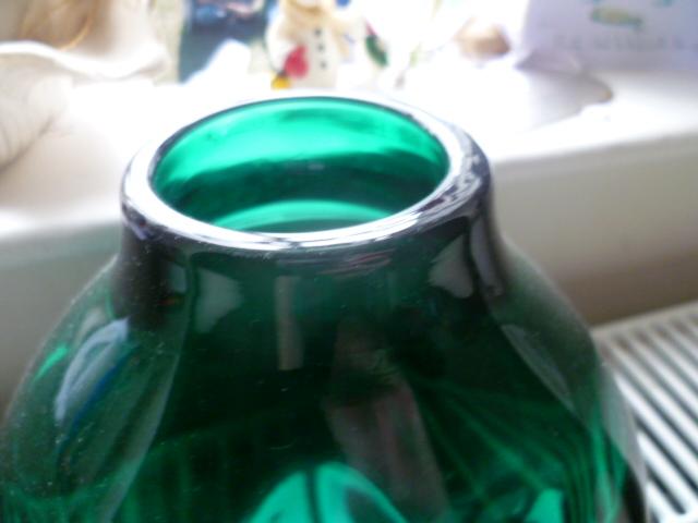 Emerald green, ground pontil organic rim non Whitefriars Soda shape vase P1050618