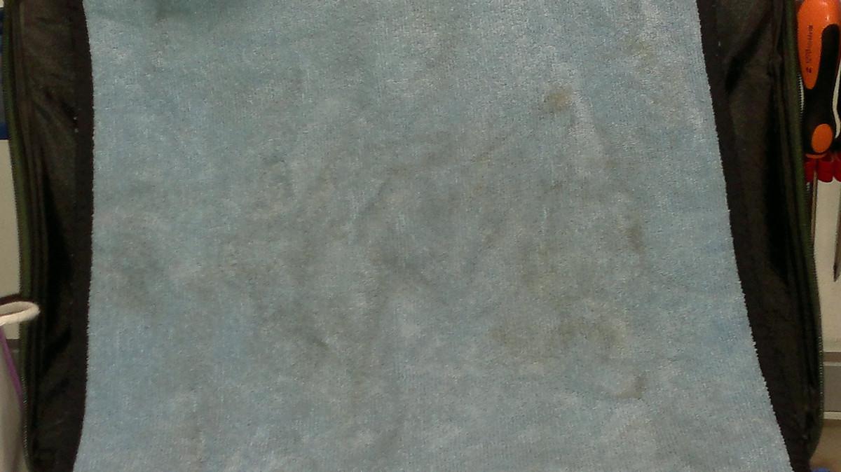 Panni sporchi dopo la rimozione di DLUX 2013-110