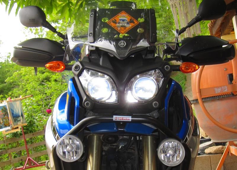 plaque sous les phares XTZ1200 Img_4410