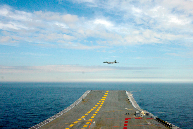 INS Vikramaditya (ex-Admiral Gorshkov) aircraft carrier - Page 3 Spy-2_10