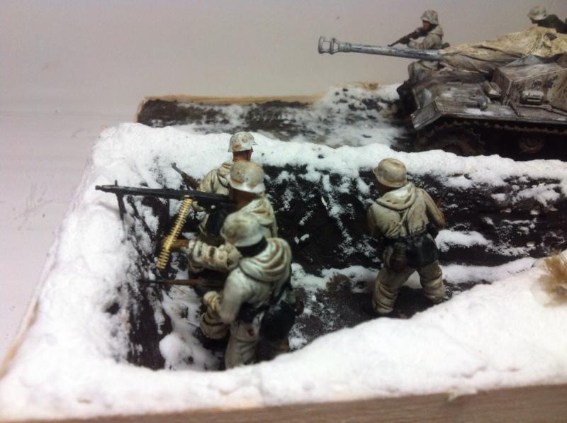 Stug III dans la boue en appui d'infanterie. Img_0126
