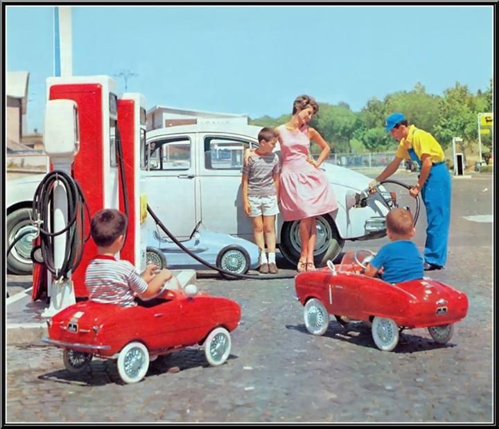 Voitures à pédales - Pedal's car - Page 3 99875910
