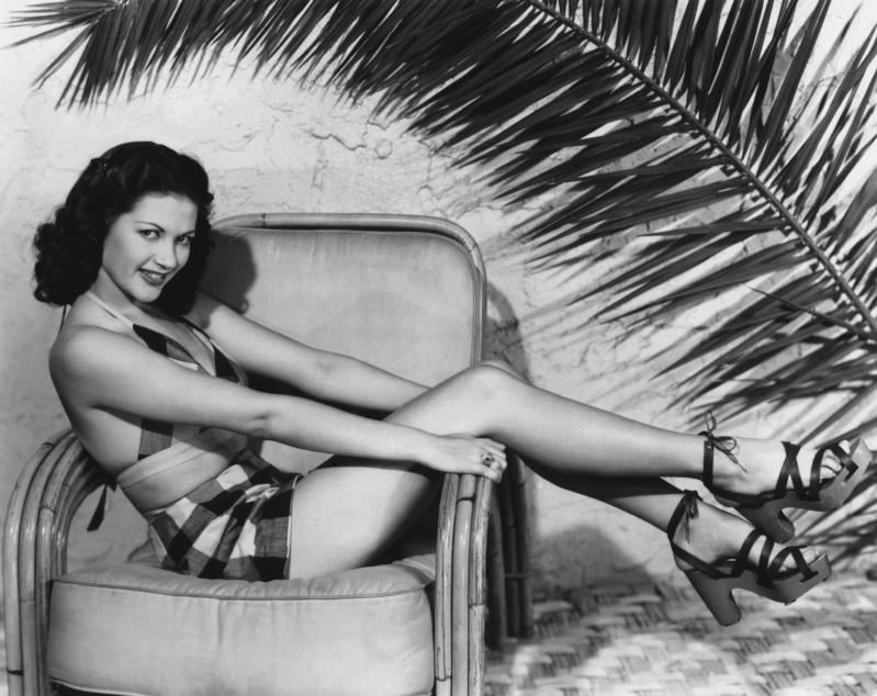 Yvonne De Carlo - actrice De_car10