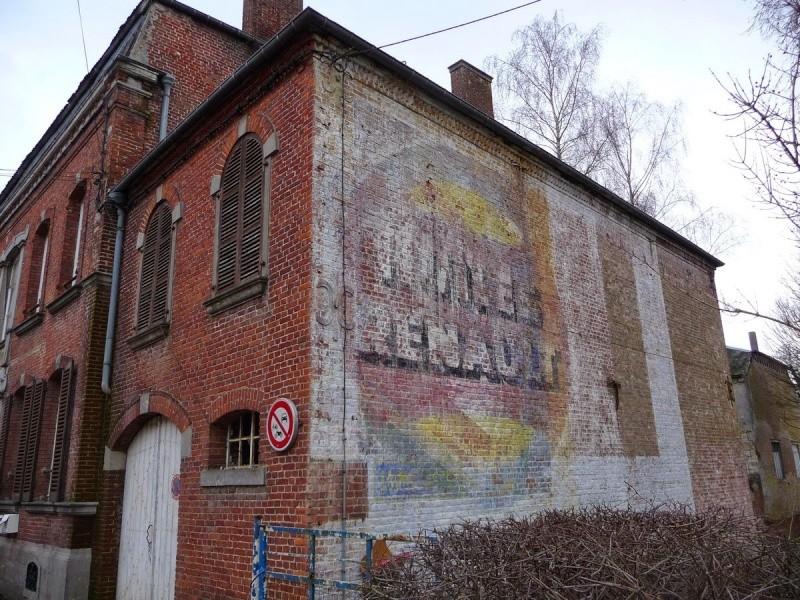 Les chemins de Clio - Friches industrielles, anciens magasins et murs peints en France Etroeu11