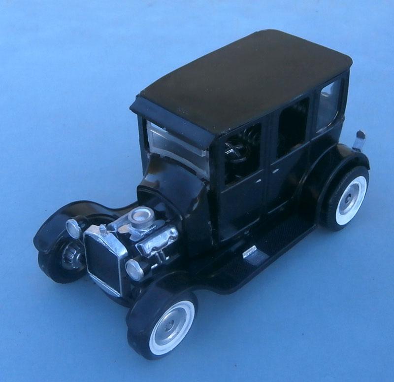1922 Ford hot rod - Aurora - Hi Stepper - 1/32 - P9220016