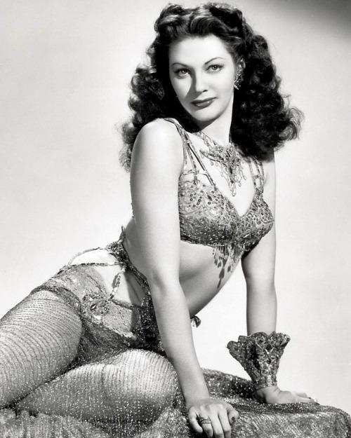 Yvonne De Carlo - actrice Yvonne12