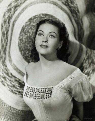 Yvonne De Carlo - actrice Yvonne15