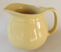 Crown Lynn 'toby' jugs in four sizes Cl_tob19