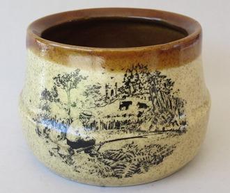 Orzel Potteries Aquila jar for gallery X_aqui15