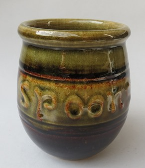 Commercial pottery with 'P' marks -  who is this? Peter Lowry most likely X_p_sp10