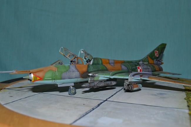 Sukhoi 17 UM 3    Zvesda 1/72 054_7510