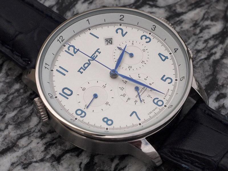 montre choix d 39 une montre avec cadran blanc et aiguilles bleues. Black Bedroom Furniture Sets. Home Design Ideas