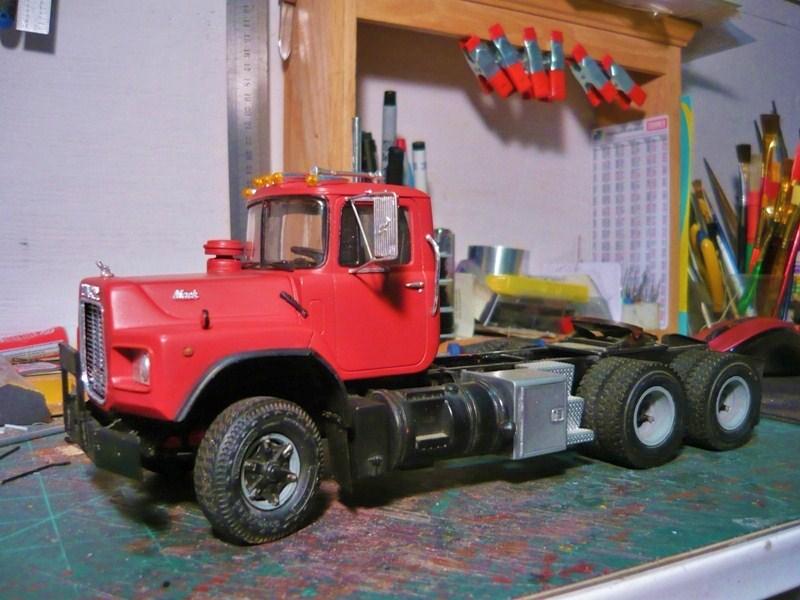 Mack RD 600 1989 avec remorques forestière Deloupe. ( complété ) P1110416