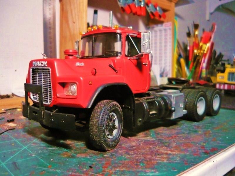 Mack RD 600 1989 avec remorques forestière Deloupe. ( complété ) P1110418