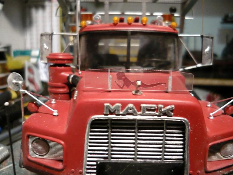 Mack RD 600 1989 avec remorques forestière Deloupe. ( complété ) P1110511