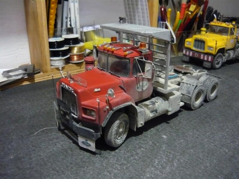 Mack RD 600 1989 avec remorques forestière Deloupe. ( complété ) P1110625