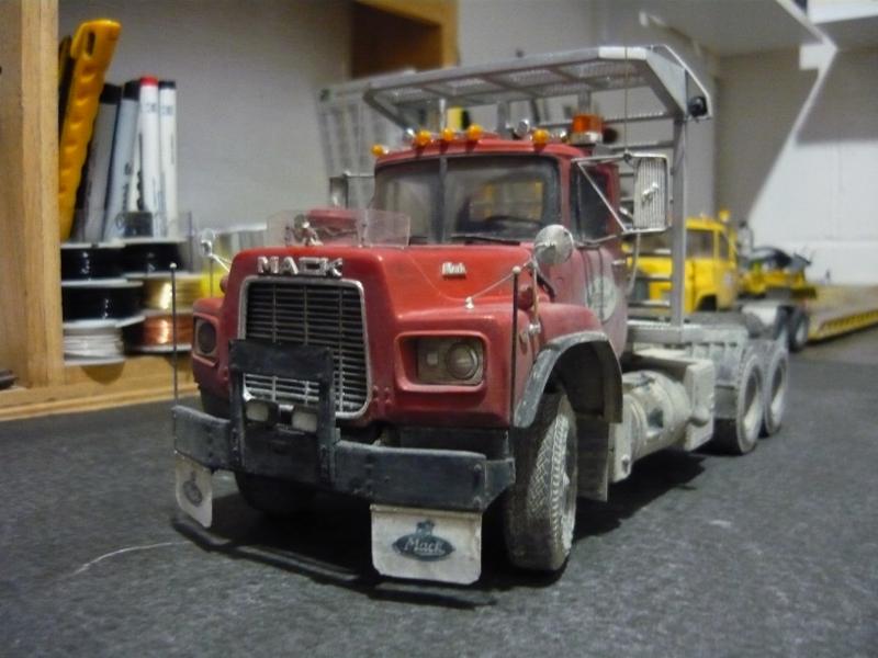 Mack RD 600 1989 avec remorques forestière Deloupe. ( complété ) P1110626