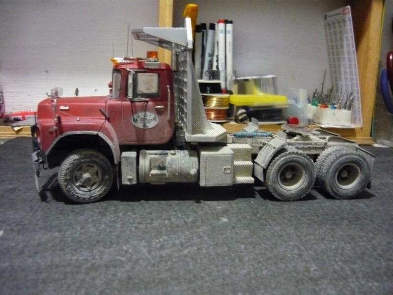 Mack RD 600 1989 avec remorques forestière Deloupe. ( complété ) P1110627