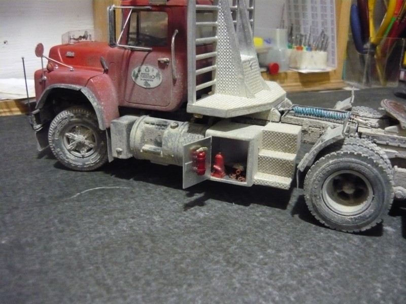 Mack RD 600 1989 avec remorques forestière Deloupe. ( complété ) P1110629