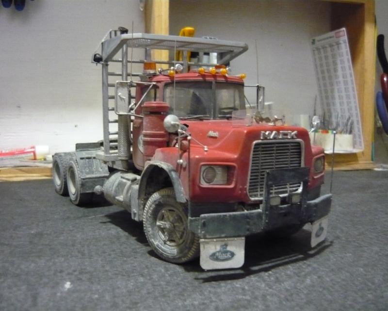 Mack RD 600 1989 avec remorques forestière Deloupe. ( complété ) P1110632