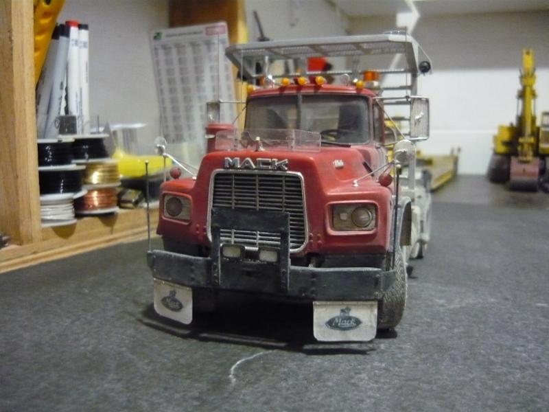Mack RD 600 1989 avec remorques forestière Deloupe. ( complété ) P1110633