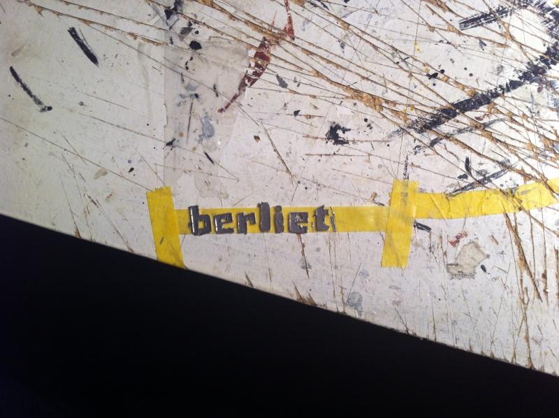 Berliet GR231 - Page 2 Logo10
