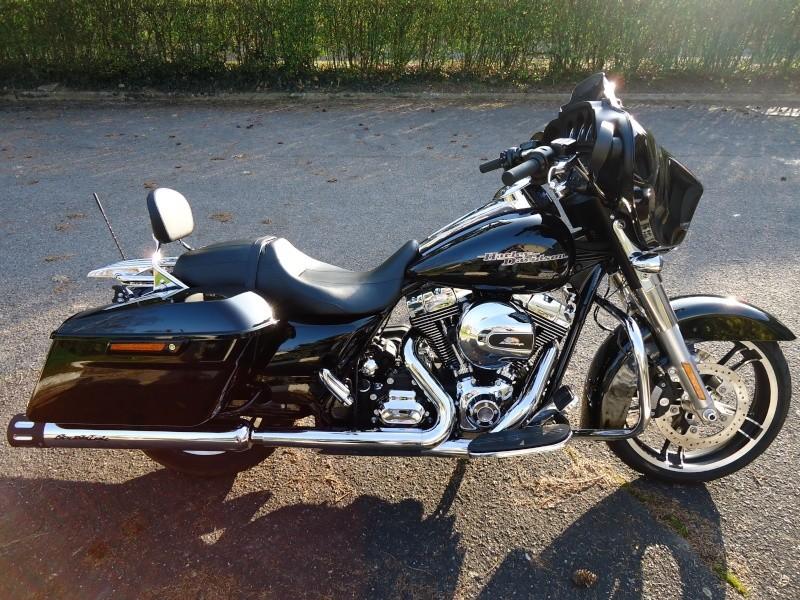 combien de STREET GLIDE  sur le forum Passion-Harley - Page 4 Dsc09527