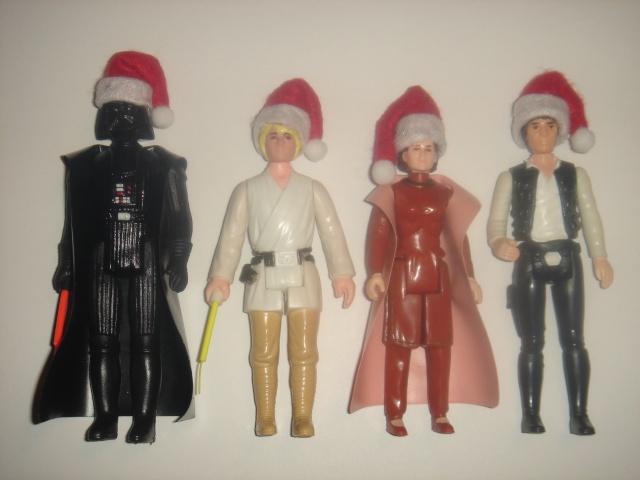 Santa hats for vintage figures - where? Dsc07312
