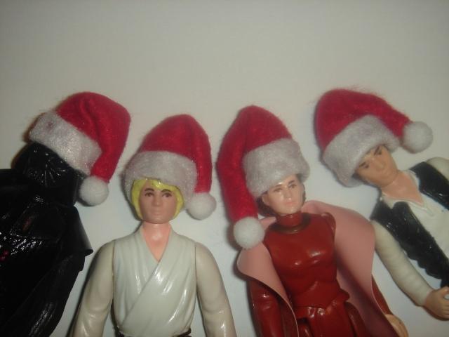 Santa hats for vintage figures - where? Dsc07313