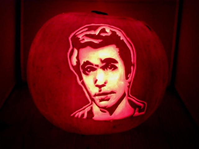 """1st Annual """" TIG STAR WARS PUMPKIN CARVING CONTEST """"  - **WINNING ENTRIES** - Page 6 Dscf5913"""