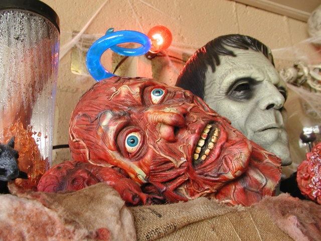 HALLOWEEN - The Chickenshack House of Horror - Page 2 Head_s10