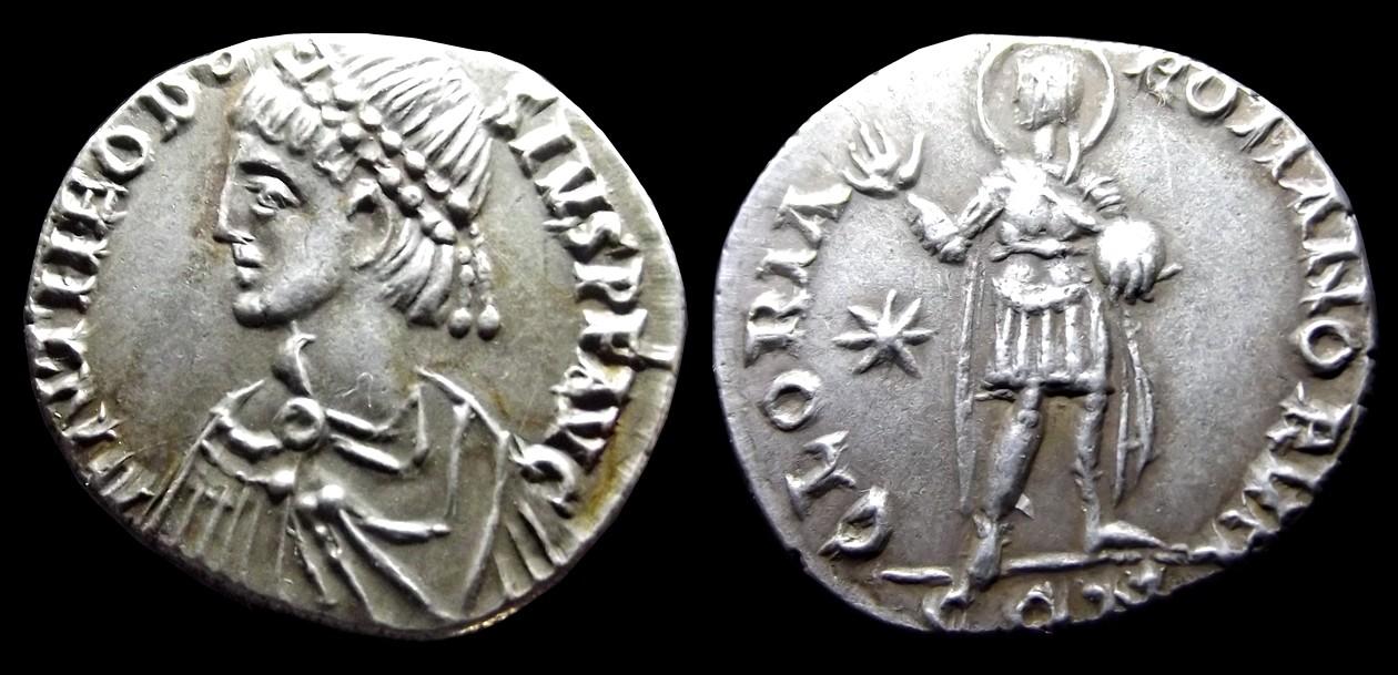 Comparaison de coins du Miliarense de Théodose II   Thaodo10