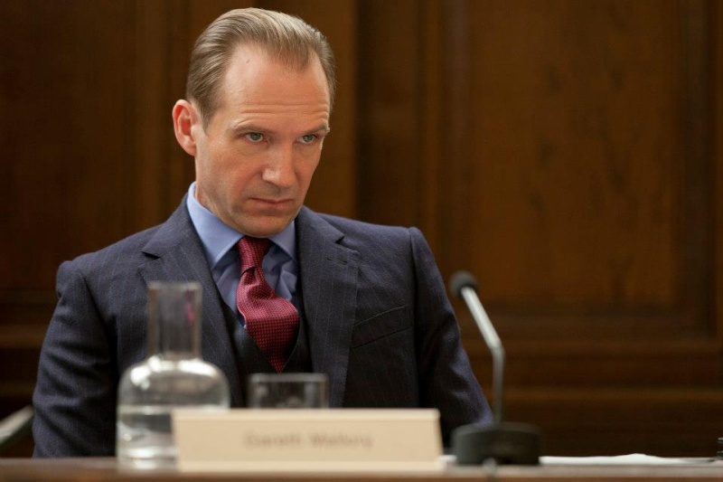 M Mallory (Ralph Fiennes) dand Skyfall Skyfal10